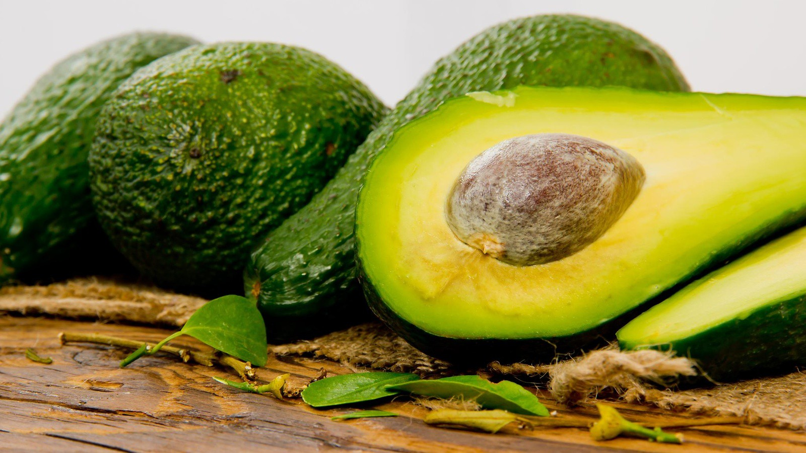 Quais são os benefícios de comer abacates