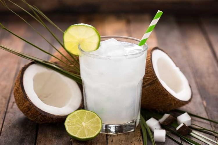 Os 30 Benefícios da Água de Coco Para Saúde