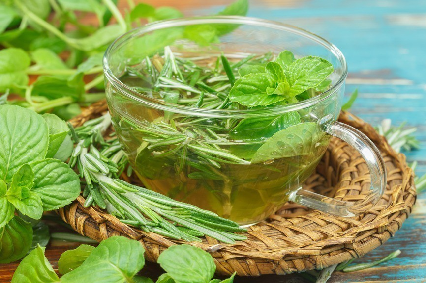 Os 40 Benefícios do Chá de Alecrim Para Saúde