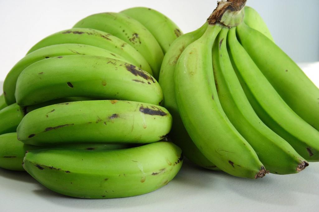 Banana verde previne derrames: veja 7 benefícios da fruta