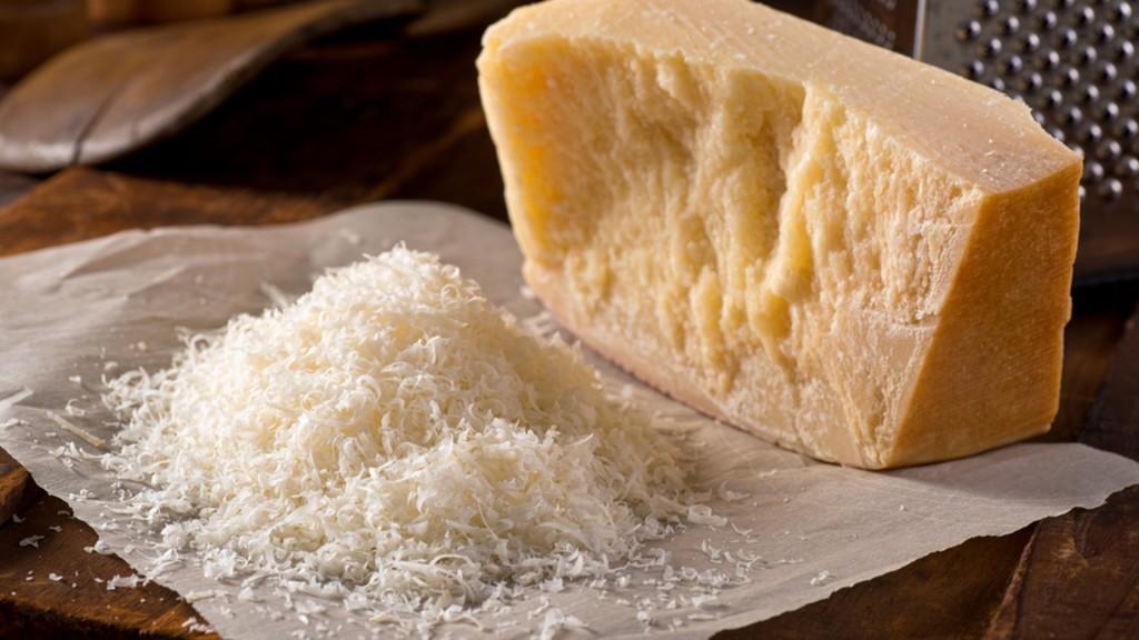 queijo parmesao beneficios