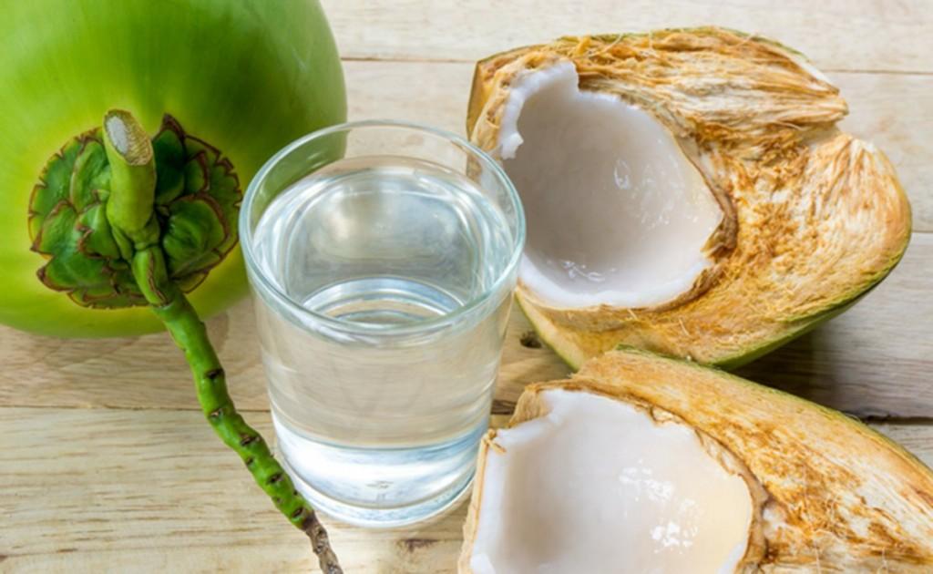 Os 19 Benefícios de Beber Água de Coco Para Saúde