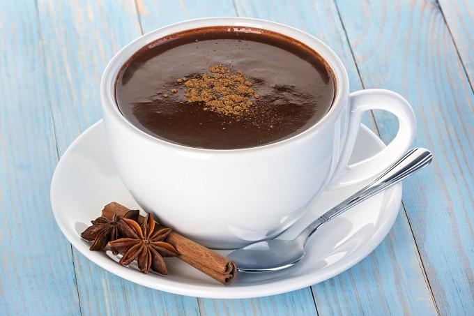 beneficios do chocolate quente
