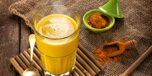 beneficios do leite de curcuma