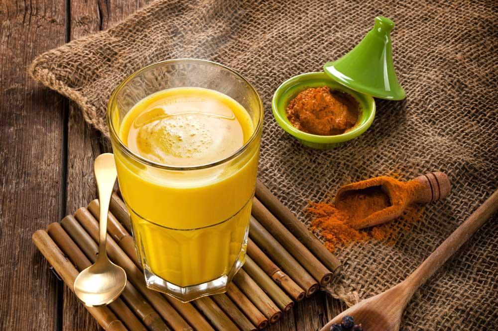 beneficios do leite de curcuma