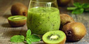 beneficios do suco de kiwi