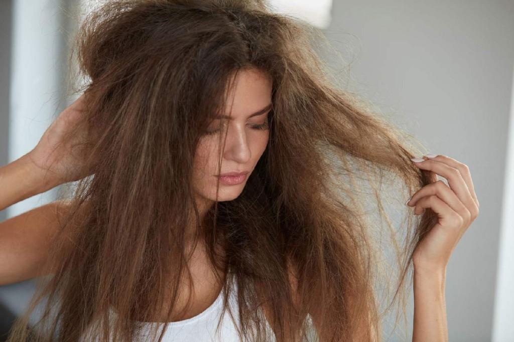formas de usar o mel para tratar cabelos secos