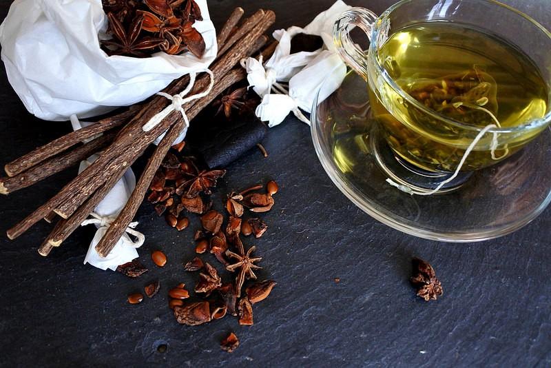 Os 40 Benefícios do Chá de Alcaçuz Para Saúde
