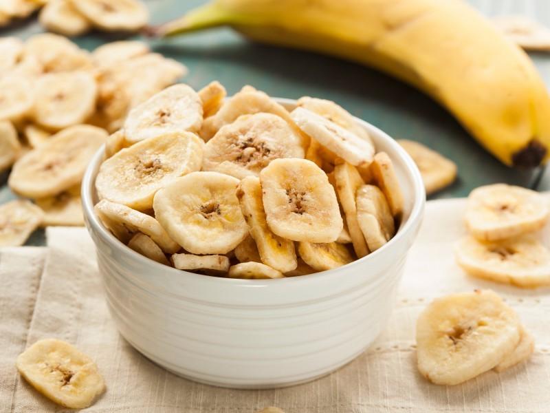 quais os benefícios do chips de banana?