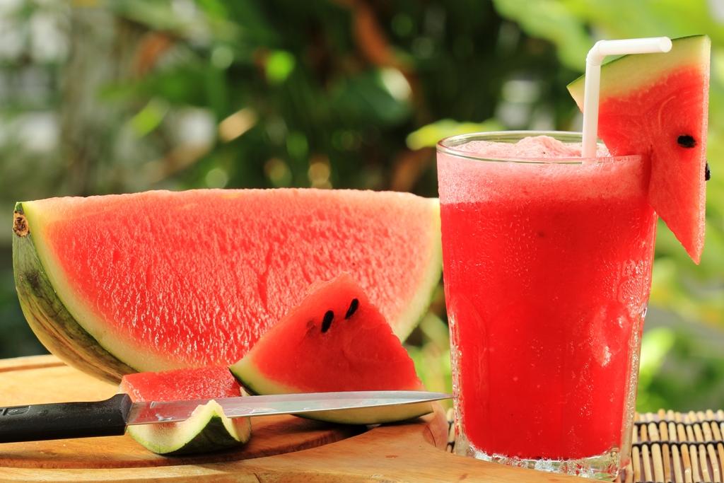 quais os benefícios do suco de melancia?