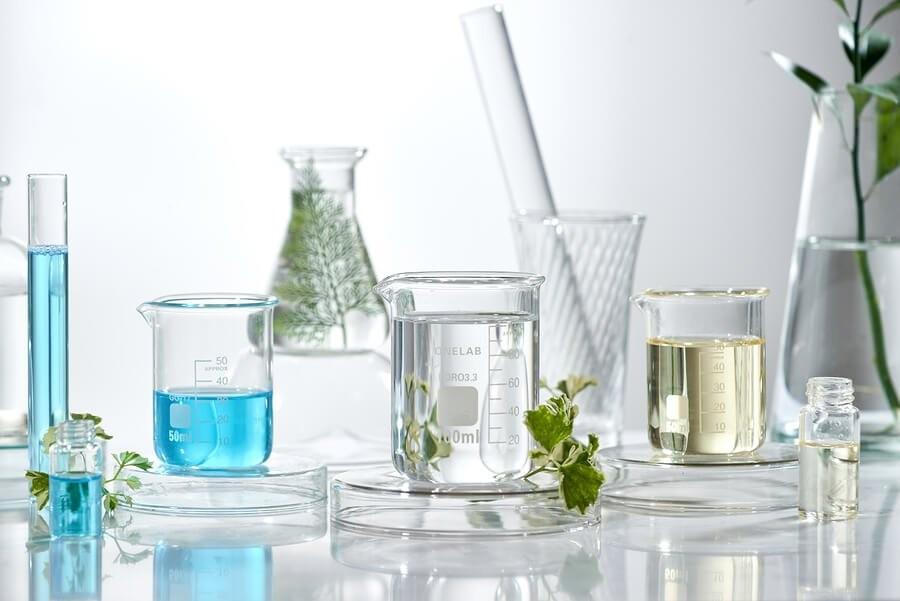 como usar óleos essenciais para combater a acne