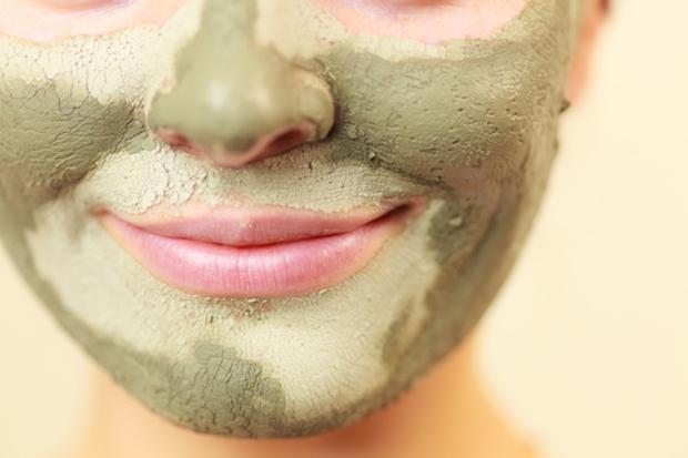 argila verde no rosto