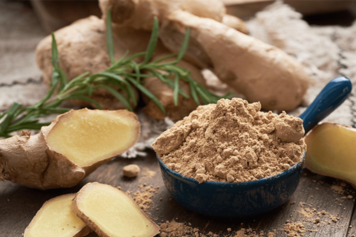 Chá de Gengibre em Pó alivia a dor de estômago: veja 5 benefícios